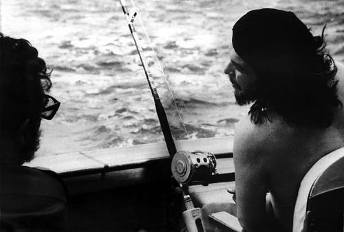 Fidel-e-che-che-pescano-foto-alberto-korda